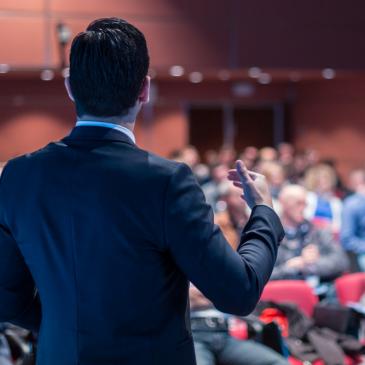 Veja como organizar um evento corporativo adequado para o seu público-alvo