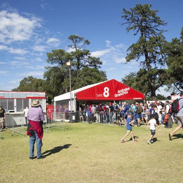 Quais os melhores produtos para organizar a entrada de um evento?