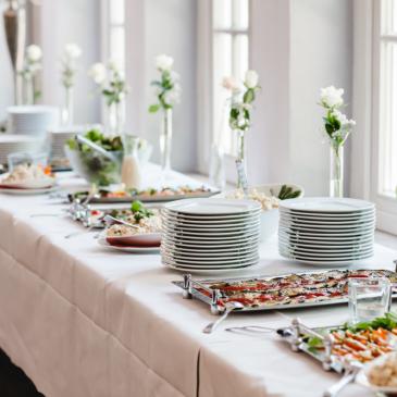 Compensa contratar serviço de alimentação para eventos?
