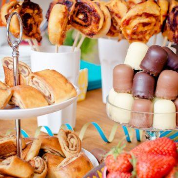 Junção do aniversário infantil e buffet