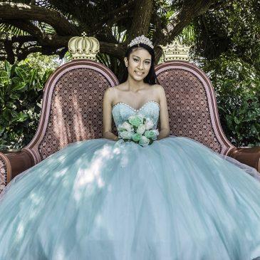 Festa glamourosa realiza o sonho de debutantes